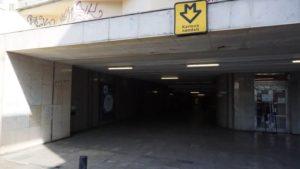 Stanice metra Karlovo náměstí trasa B - vstup do stanice metra z Palackého náměstí