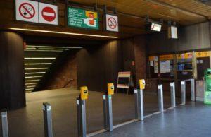 Stanice metra Nové Butovice trasa B - označení lístku a inforamční přepážka