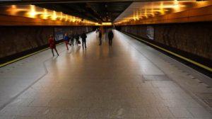 Stanice metra Nové Butovice trasa B - pohled na celou stanici a nástupiště