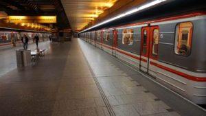 Stanice metra Nové Butovice trasa B - vůz metra ve stanici
