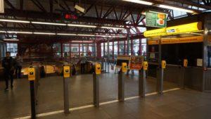 Metro Českomoravska stanice - turnikety metra Praha