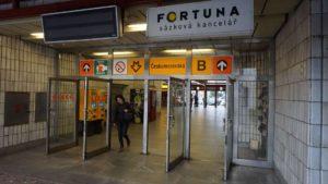 Metro Českomoravska stanice - vstup do metra Praha