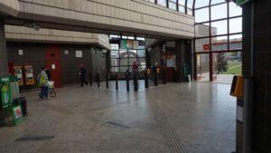 Metro Hůrka stanice - turnikety metra Praha