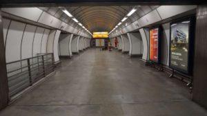Metro Hloubětín stanice - nástupiště metra Praha