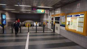 Metro Hloubětín stanice - turnikety metra Praha