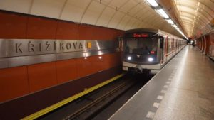 Metro Křižíkova stanice - vůz ve stanici metra Praha