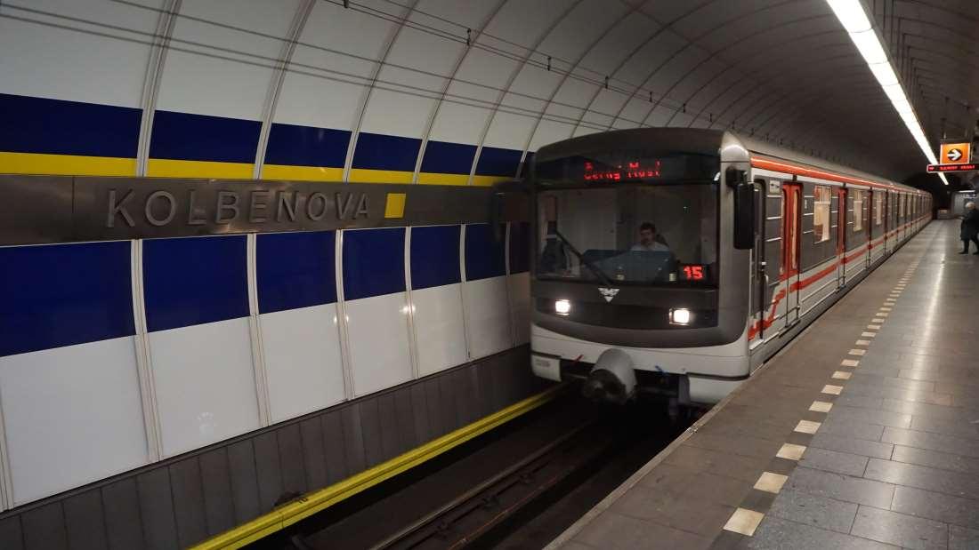 Metro Kolbenova stanice - vůz metra Praha