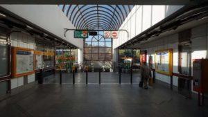 Metro Lužiny stanice - turnikety metra Praha