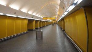 Metro Národní třída stanice - nástupiště do metra Praha