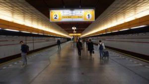 Metro Palmovka stanice - nástupiště metra Praha