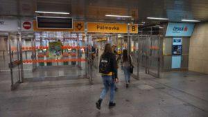 Metro Palmovka stanice - vstup do metra Praha