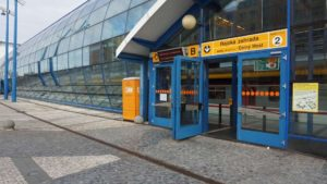 Metro Rajská zahrada stanice - vstup do metra Praha