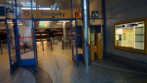 Metro Stodůlky stanice - turnikety metra Praha