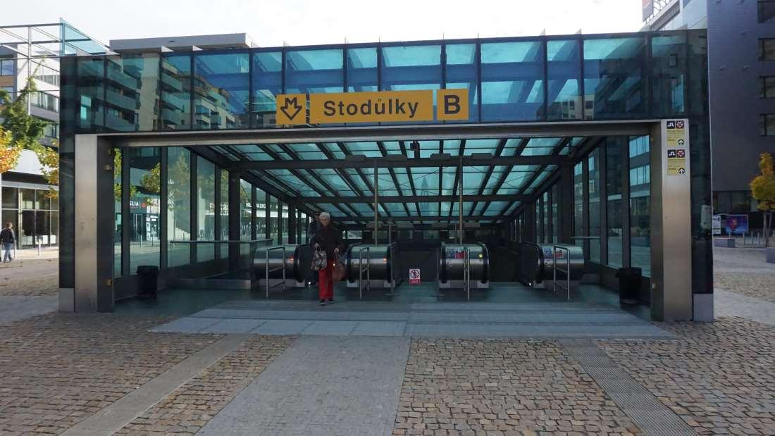 Metro Stodůlky stanice - vstup do metra Praha