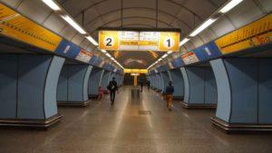 Metro Vysočanská stanice - nástupiště do metra Praha
