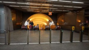 Stanice metra Jinonice - turnikety